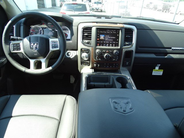 2017 Ram 1500 Crew Cab 4x4 Pickup #HS774307 - photo 8