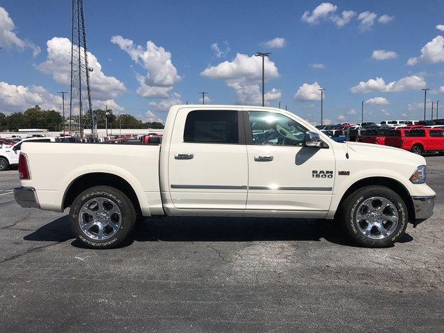 2017 Ram 1500 Crew Cab 4x4 Pickup #HS774309 - photo 3