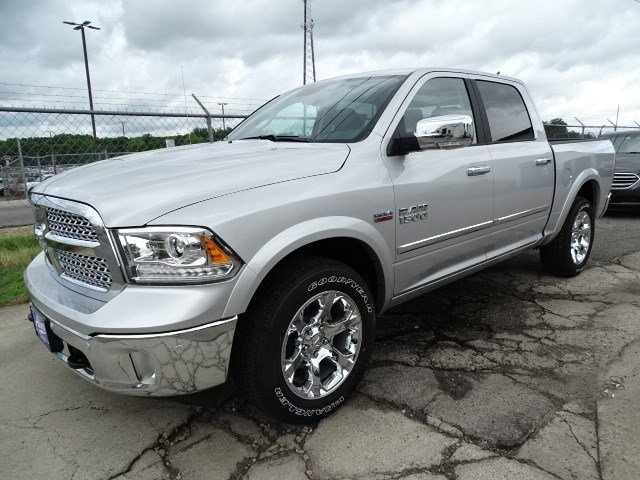 2017 Ram 1500 Crew Cab 4x4, Pickup #HS774310 - photo 3
