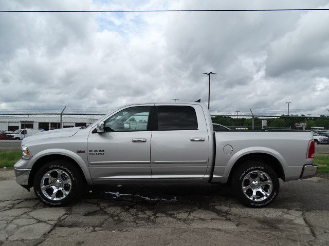 2017 Ram 1500 Crew Cab 4x4, Pickup #HS774310 - photo 4