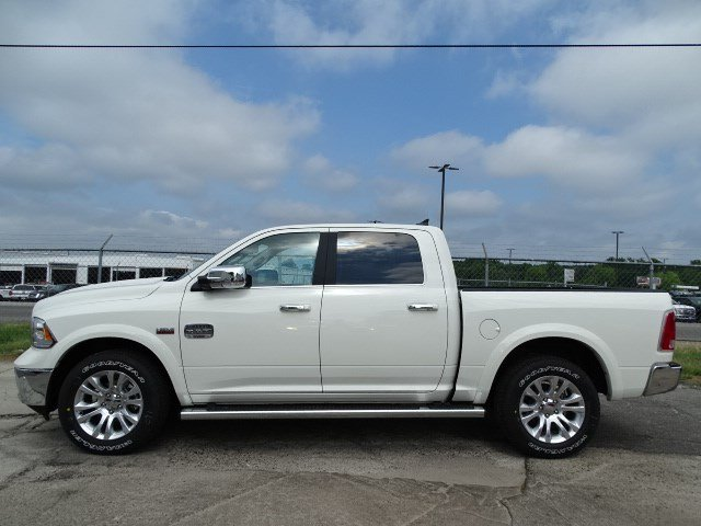 2017 Ram 1500 Crew Cab 4x4 Pickup #HS774340 - photo 4