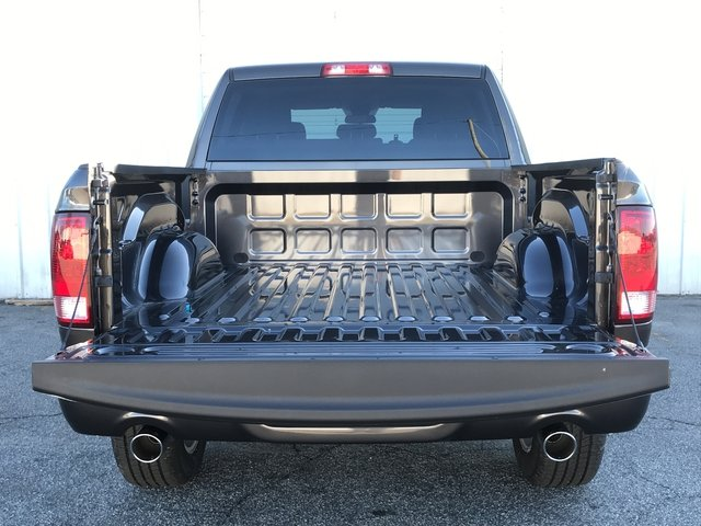 2018 Ram 1500 Crew Cab 4x4, Pickup #JG195690 - photo 10