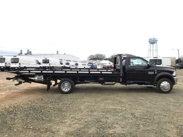 2018 Ram 5500 Regular Cab DRW 4x2,  Cab Chassis #JG270515 - photo 2