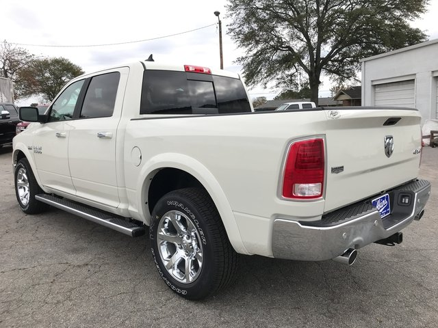 2018 Ram 1500 Crew Cab 4x4 Pickup #JS173327 - photo 4