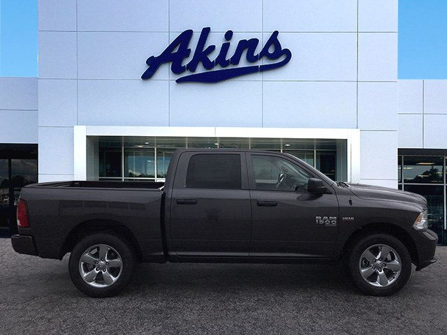 2019 Ram 1500 Crew Cab 4x2,  Pickup #KS625662 - photo 1