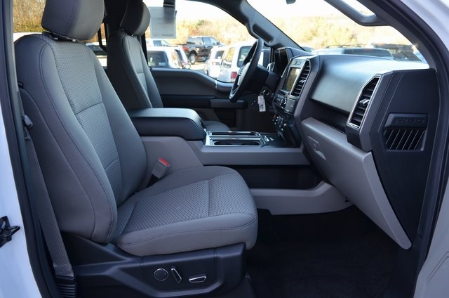 2018 F-150 SuperCrew Cab 4x4, Pickup #F18092 - photo 25