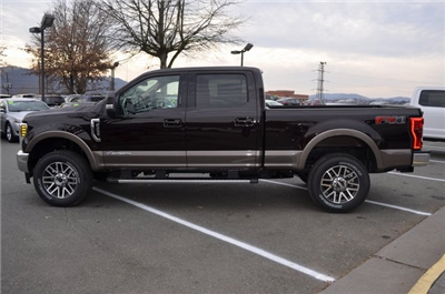 2018 F-250 Crew Cab 4x4, Pickup #F18178 - photo 5