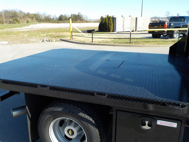2018 Silverado 3500 Regular Cab DRW 4x4,  Reading Platform Body #18T303 - photo 29