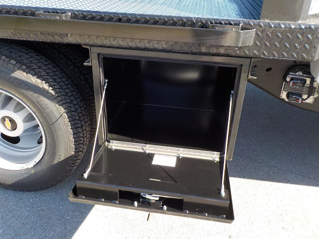 2018 Silverado 3500 Regular Cab DRW 4x4,  Reading Platform Body #18T303 - photo 31