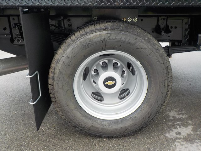 2018 Silverado 3500 Regular Cab DRW 4x2,  Reading Redi-Dek Platform Body #18T436 - photo 11