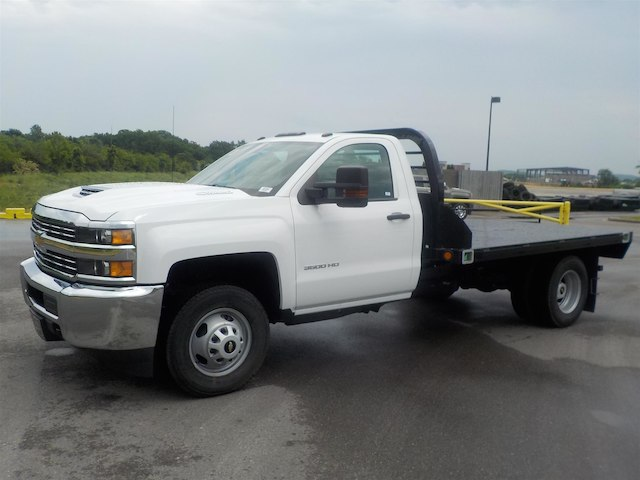 2018 Silverado 3500 Regular Cab DRW 4x2,  Reading Redi-Dek Platform Body #18T436 - photo 4