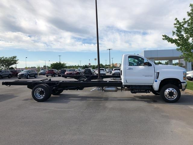 2021 Chevrolet Silverado 4500 Regular Cab DRW 4x4, Cab Chassis #21T284 - photo 2