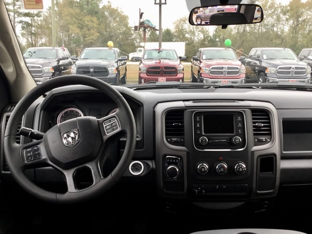 2018 Ram 1500 Crew Cab, Pickup #180125 - photo 9