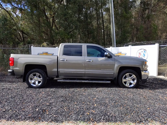 2017 Chevrolet Silverado 1500 Crew Cab 4x2, Pickup #7909A - photo 3