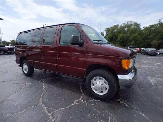 2004 Ford E-350 4x2, Passenger Wagon #F7599A - photo 1