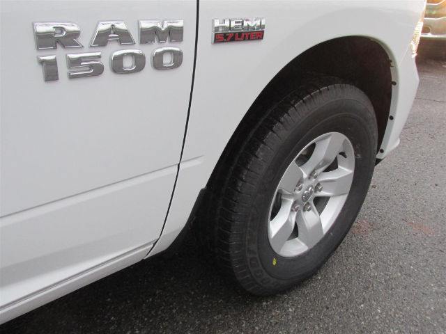 2017 Ram 1500 Crew Cab 4x4 Pickup #15562 - photo 12