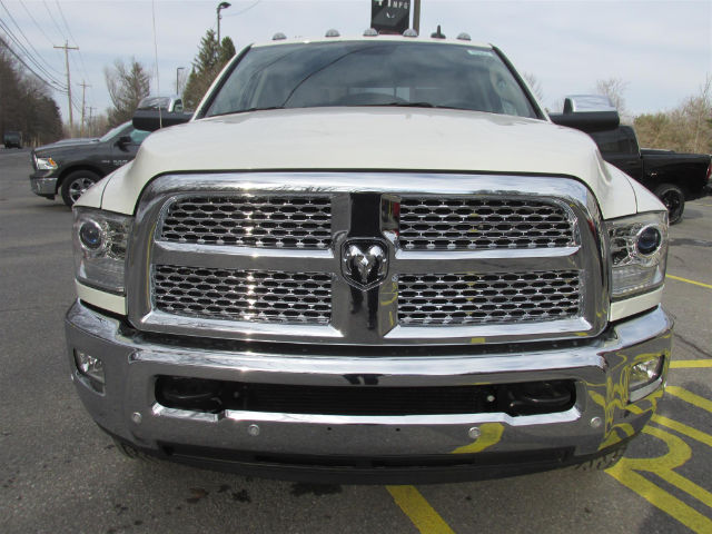 2017 Ram 3500 Crew Cab DRW 4x4, Pickup #15564 - photo 3