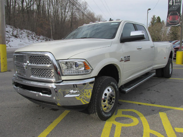 2017 Ram 3500 Crew Cab DRW 4x4, Pickup #15564 - photo 4