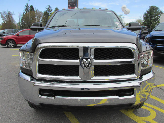 2017 Ram 3500 Crew Cab 4x4, Pickup #15681 - photo 3