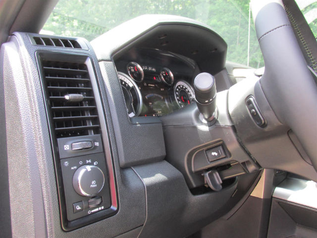 2017 Ram 1500 Crew Cab 4x4 Pickup #15764 - photo 31