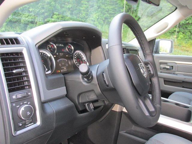 2017 Ram 1500 Crew Cab 4x4, Pickup #15823 - photo 29