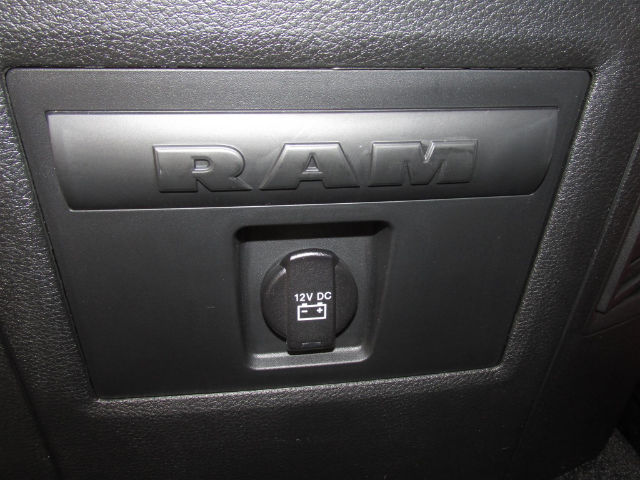 2018 Ram 1500 Crew Cab 4x4 Pickup #15898 - photo 31