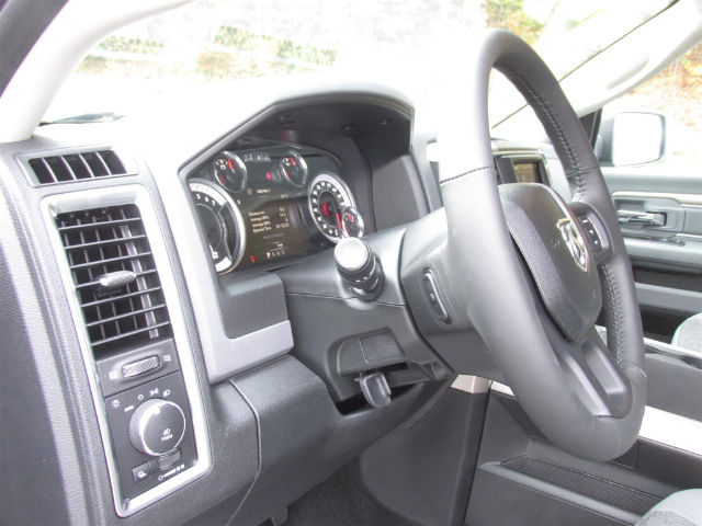 2018 Ram 1500 Crew Cab 4x4 Pickup #15913 - photo 27