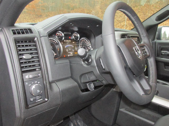 2018 Ram 1500 Crew Cab 4x4, Pickup #15960 - photo 28