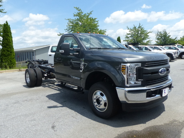 2018 F-350 Regular Cab DRW 4x4,  Cab Chassis #Z188179 - photo 3