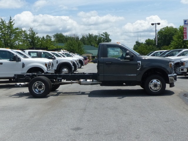 2018 F-350 Regular Cab DRW 4x4,  Cab Chassis #Z188179 - photo 4