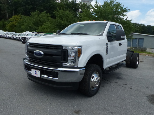 2018 F-350 Super Cab DRW 4x4,  Cab Chassis #Z188204 - photo 1