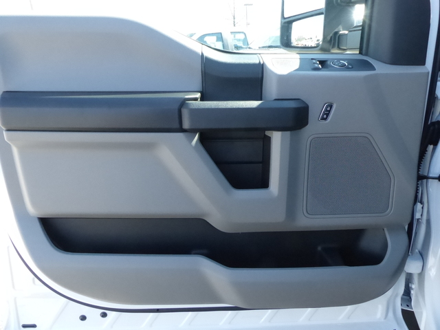 2018 F-450 Regular Cab DRW,  Cab Chassis #Z188209 - photo 9