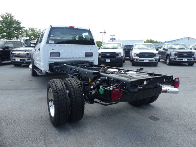 2018 F-450 Crew Cab DRW 4x4,  Cab Chassis #Z188323 - photo 2