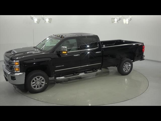 2018 Silverado 3500 Crew Cab 4x4, Pickup #181276 - photo 7