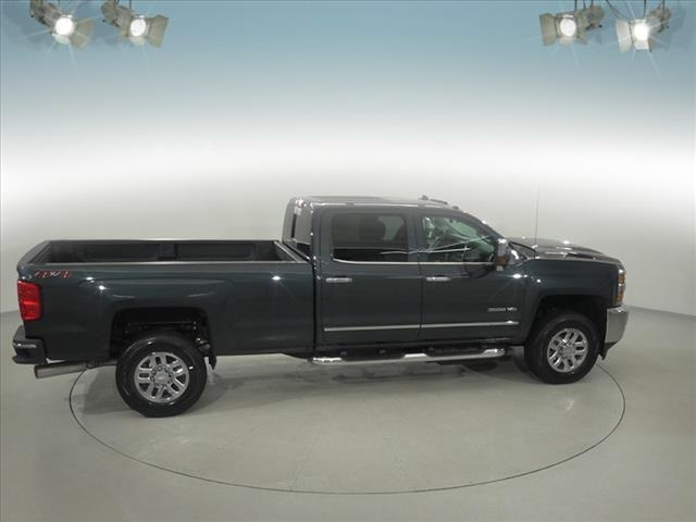 2018 Silverado 3500 Crew Cab 4x4, Pickup #181999 - photo 16
