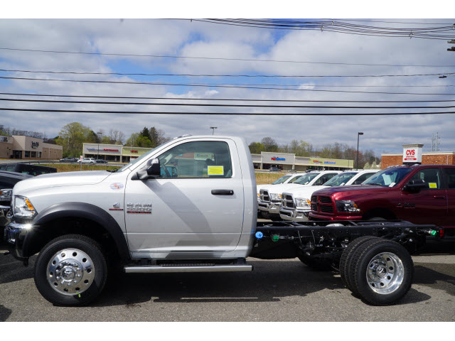 2017 Ram 5500 Regular Cab DRW 4x4 Cab Chassis #R171677 - photo 3