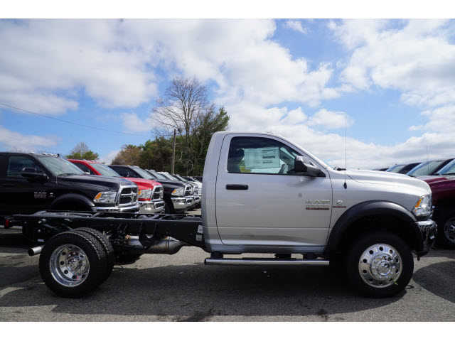 2017 Ram 5500 Regular Cab DRW 4x4 Cab Chassis #R171677 - photo 5