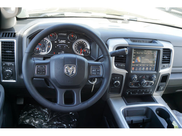 2017 Ram 3500 Crew Cab 4x4 Pickup #R171735 - photo 8