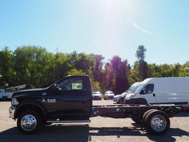 2018 Ram 5500 Regular Cab DRW 4x4 Cab Chassis #R18-254 - photo 3