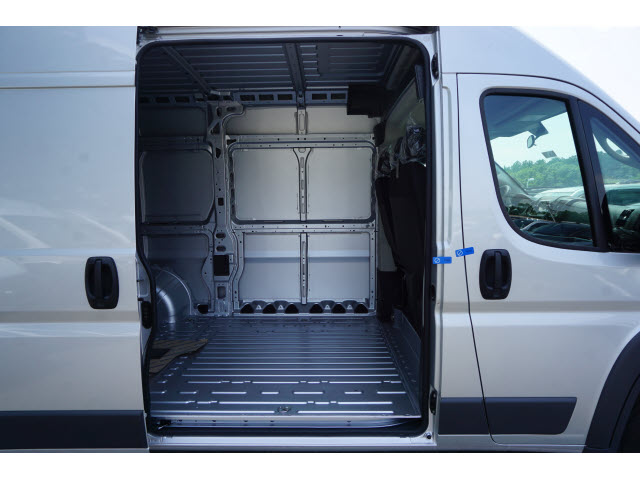 2018 ProMaster 2500 High Roof FWD,  Empty Cargo Van #R182305 - photo 4