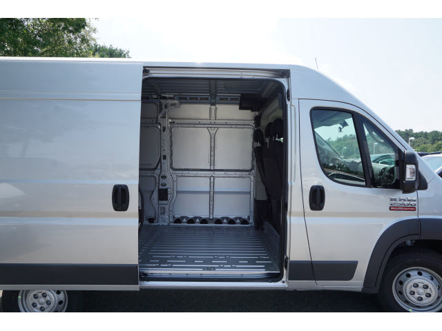 2018 ProMaster 2500 High Roof FWD,  Empty Cargo Van #R182467 - photo 4