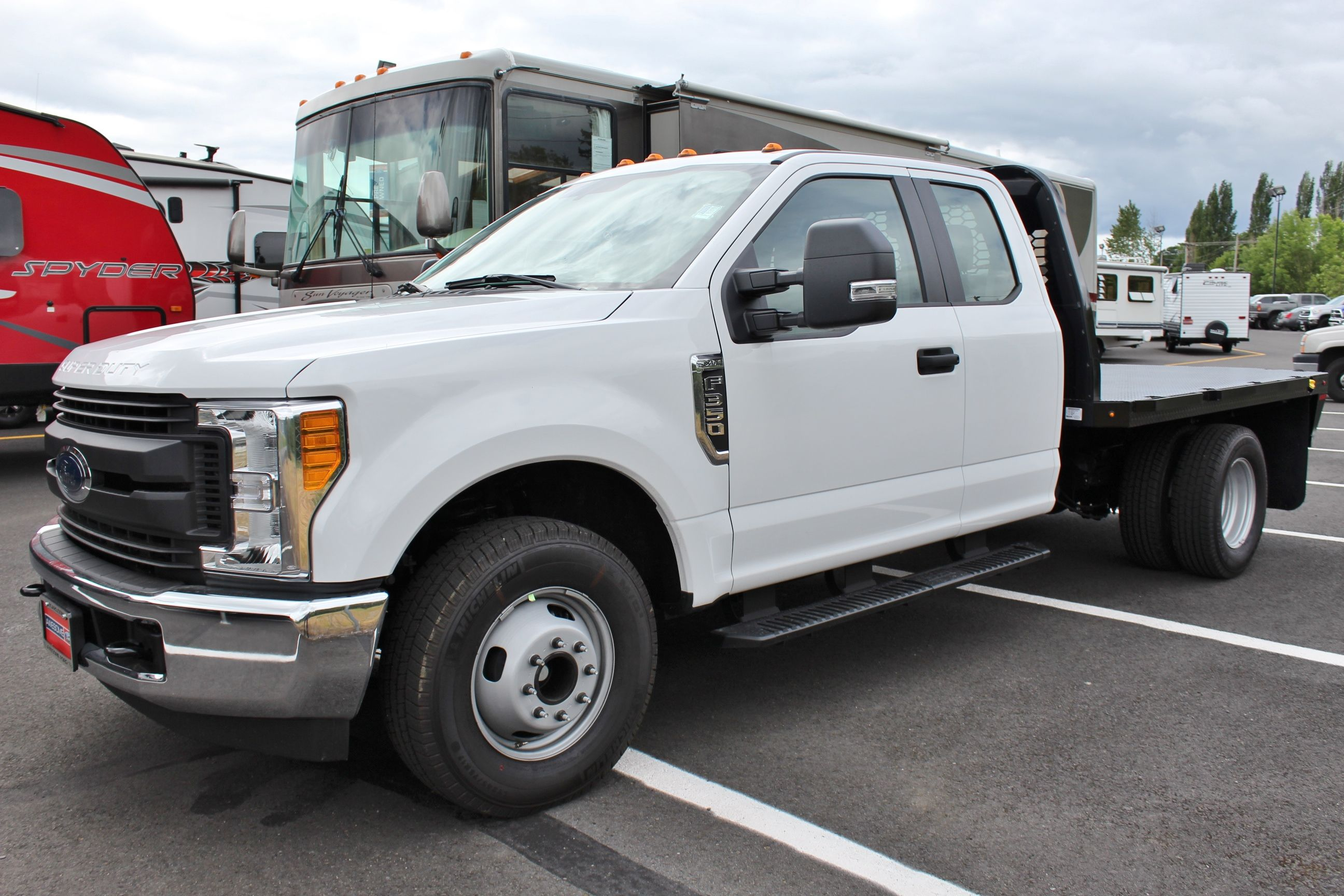 2017 F-350 Super Cab DRW, Knapheide Platform Body #30116 - photo 3
