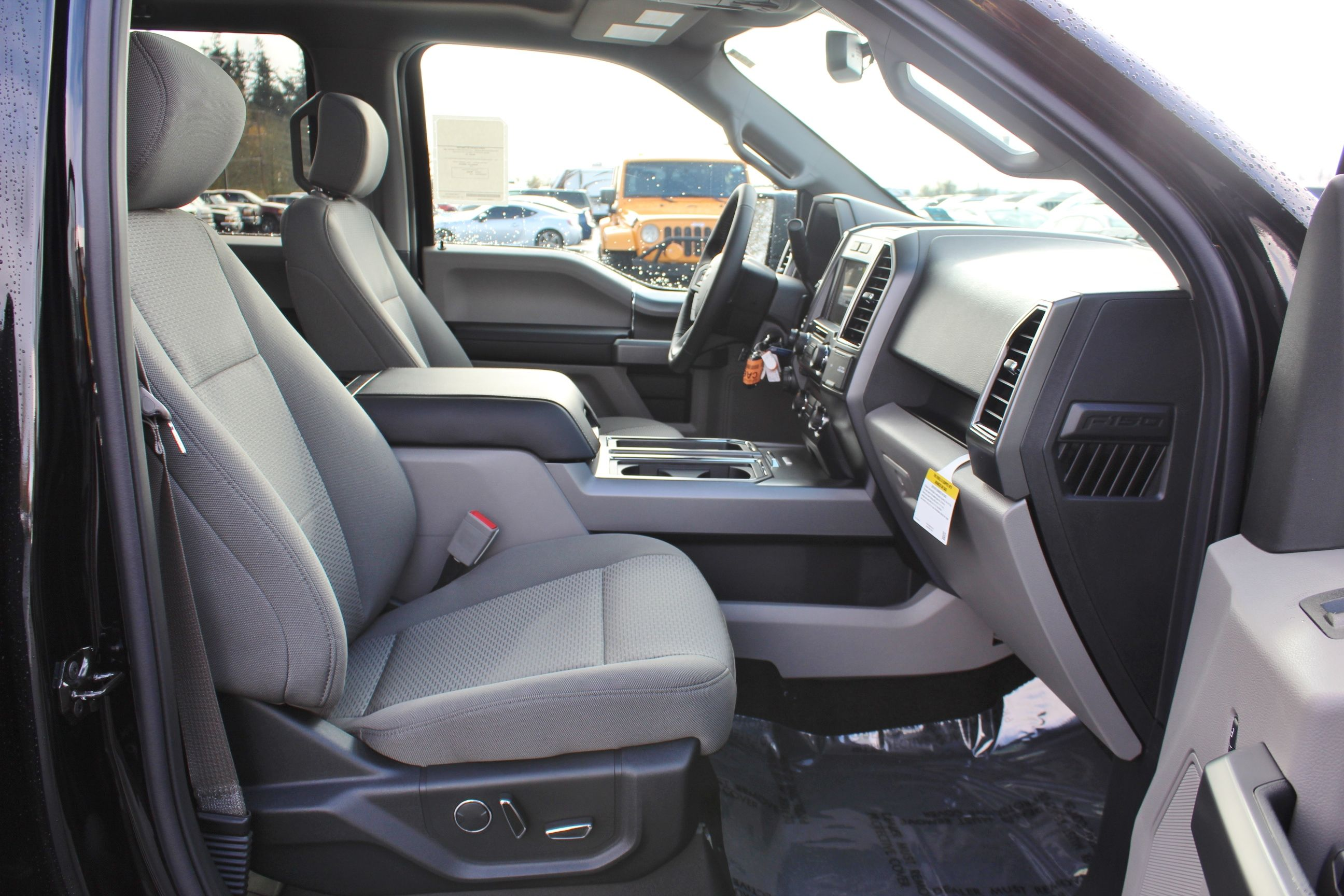 2018 F-150 Crew Cab 4x4, Pickup #30804 - photo 27