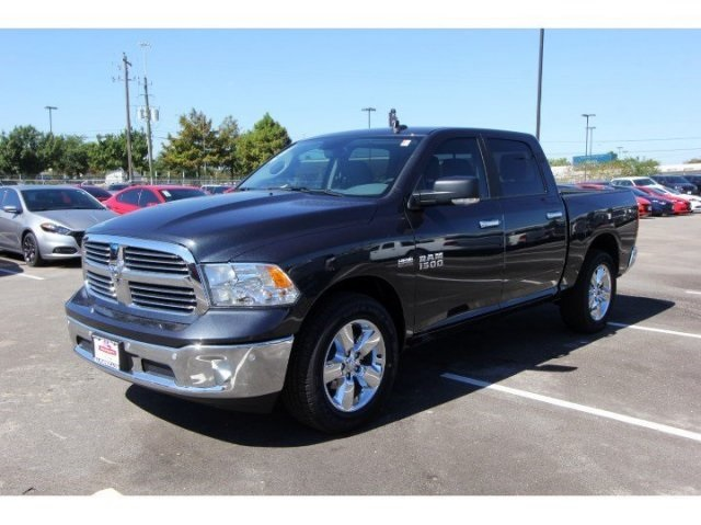 2017 Ram 1500 Crew Cab, Pickup #729026 - photo 3