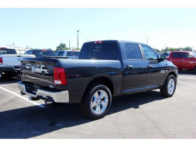 2017 Ram 1500 Crew Cab, Pickup #729026 - photo 2