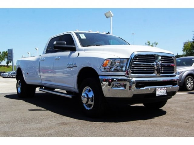 2017 Ram 3500 Crew Cab DRW 4x4 Pickup #729412 - photo 3