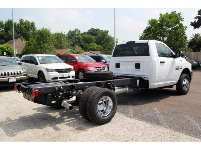 2017 Ram 3500 Regular Cab DRW, Cab Chassis #753009 - photo 4