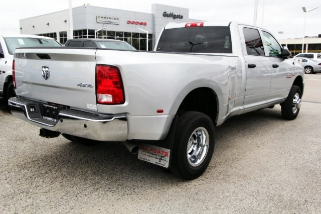2018 Ram 3500 Crew Cab DRW 4x4, Pickup #829133 - photo 2