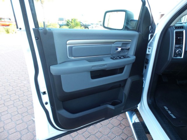2017 Ram 1500 Crew Cab, Pickup #HS683992 - photo 11
