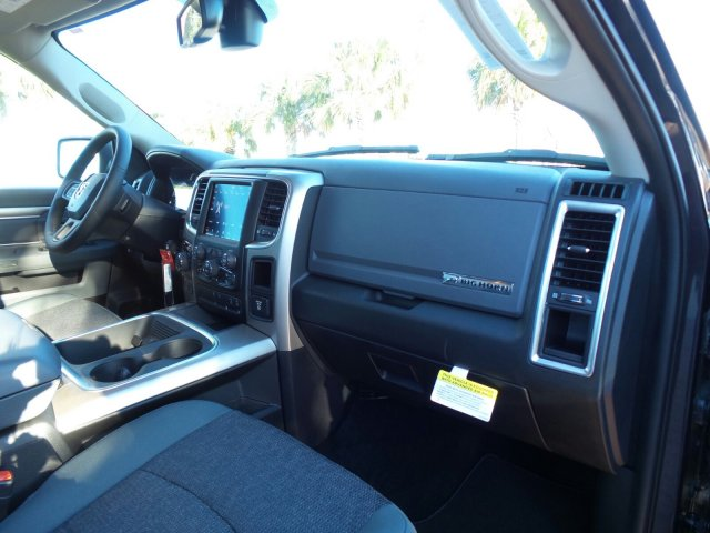 2018 Ram 1500 Crew Cab 4x4 Pickup #JG123792 - photo 18